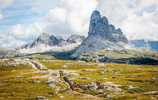 bergen met bewolking