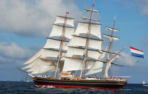 sail-boat-at-sea