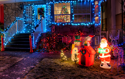 Snowman-and-santa-claus-near-house-decor