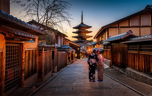 two-woman-in-kimono