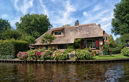 Giethoorn farm house in the Netherlands puzzle.