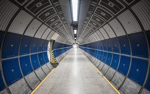 Round hallway tunnel online