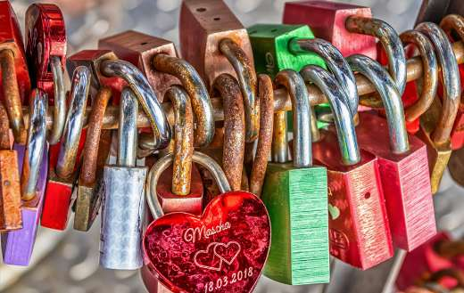 Love locks online