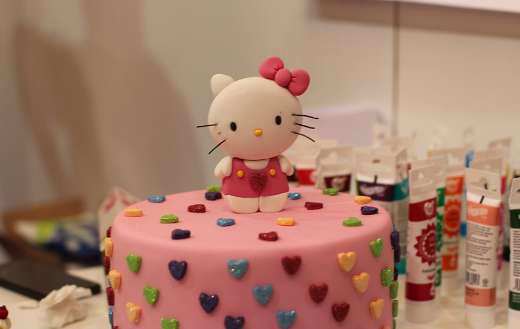 Hello kitty art cake model