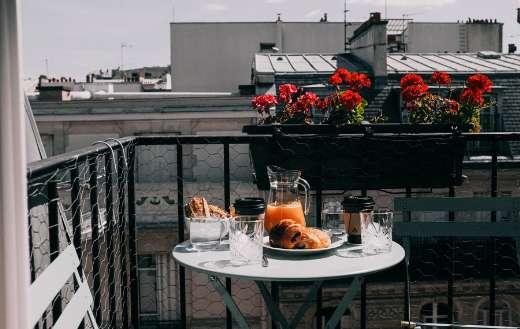 Breakfast on the balcony puzzle