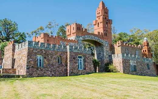 Castle travel tourism online
