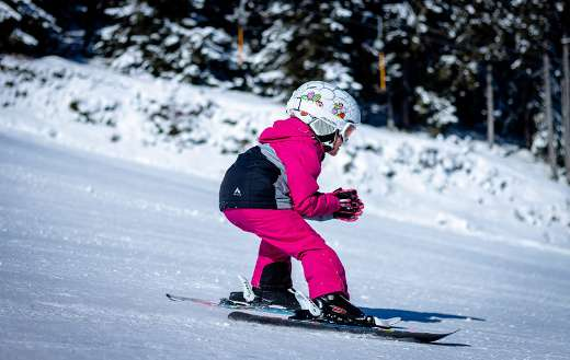 Young child winter sport online